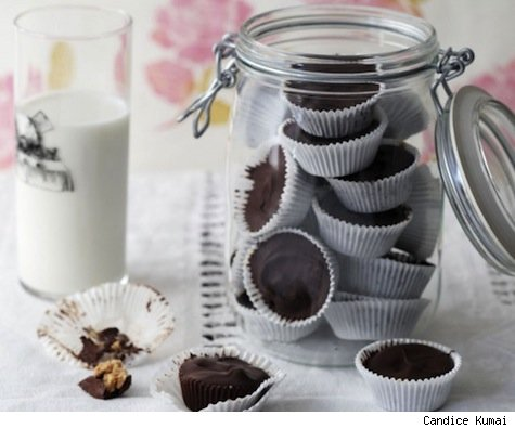 This is such a great idea for those close friends, coworkers or family members.  Mason jars are a dime a dozen, found at any old vintage shop.  Homemade treats always taste better anyway.