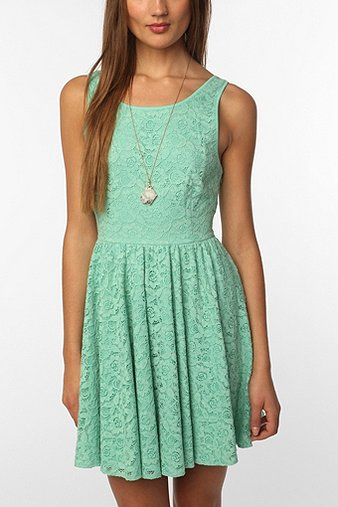 Sea-foam-green-lace-dress-Pick-of-the-Day-08-02-12