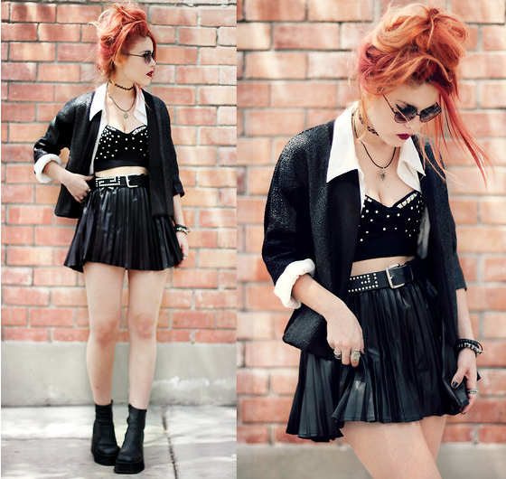 black skirt:crop