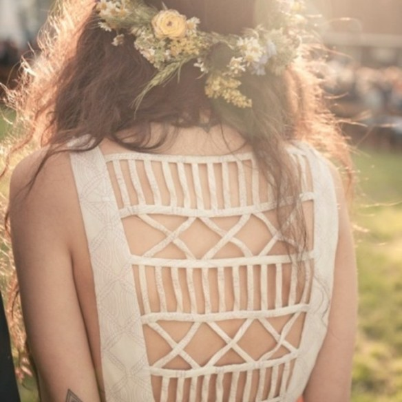 5u8gsk-l-c680x680-dress-festival-summer-styles-tumblr-pretty-beautiful-cut-out-dress-cut-out-back-style-model-indie-hispter-white-white-dress-white-tattoo-field-open-back-tattoo-flower-flowers-summe-608