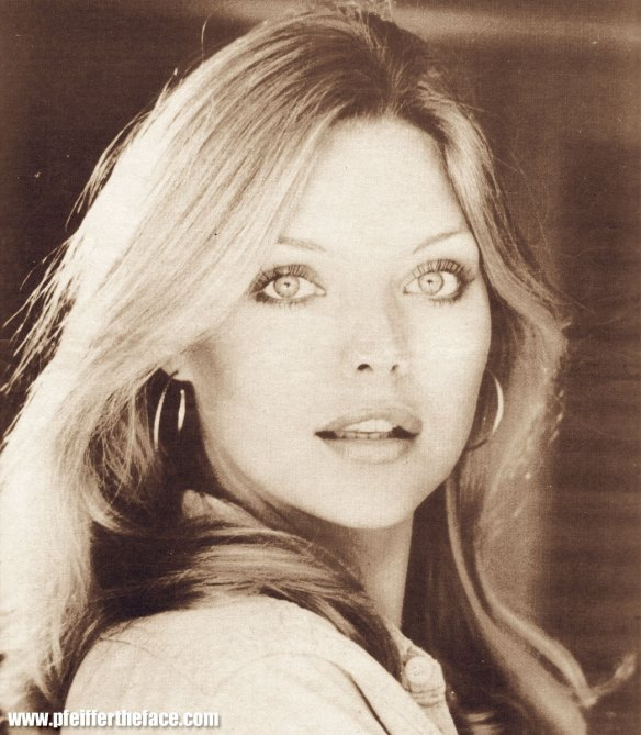 Michelle-Pfeiffer-michelle-pfeiffer-6735175-1047-1200