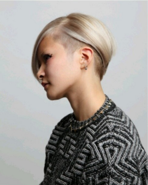 Deep-Parted-Platinum-Bob-Undercut-Hairstyle-for-Mide-length-Straight-Hair