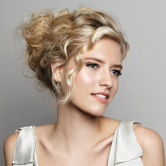 diy-wedding-hairstyle-wavy-updo-006