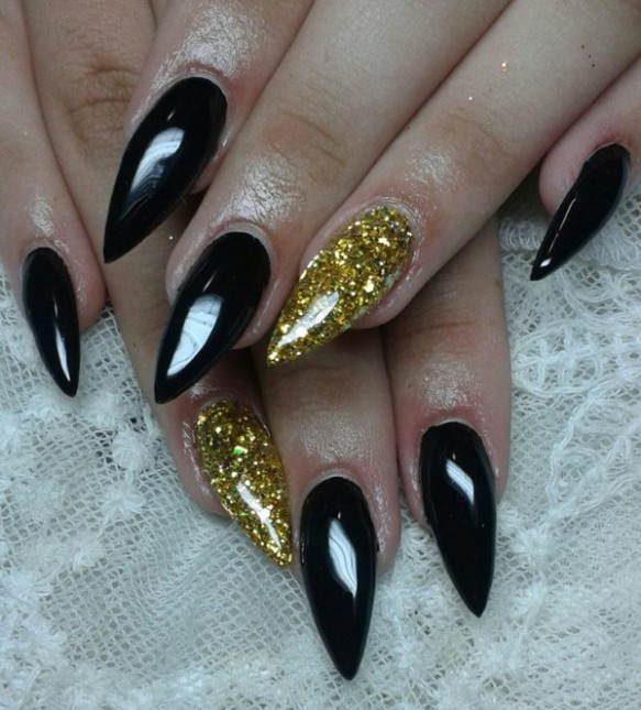 black-gold-nail-designs-600x663