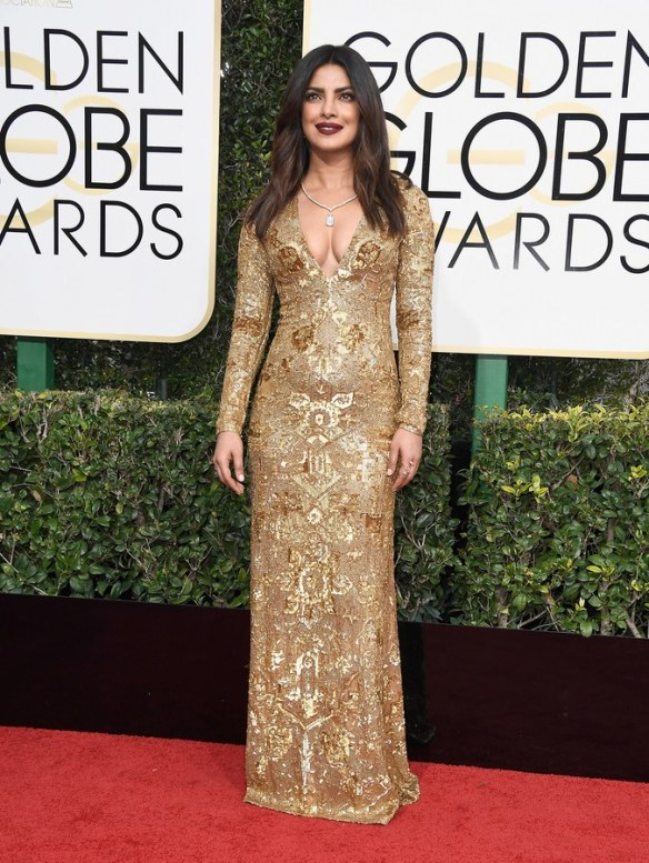 golden-globes-2017-red-carpet-priyanka-chopra