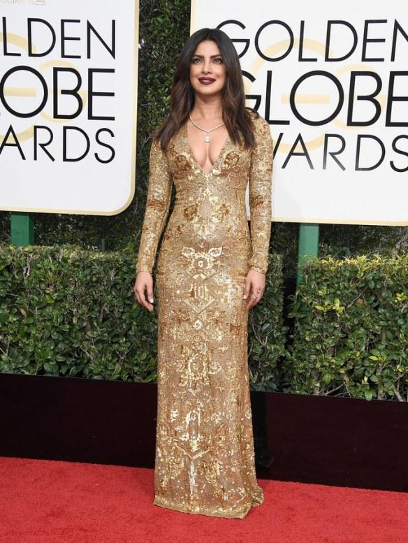 golden-globes-2017-red-carpet-priyanka-chopra